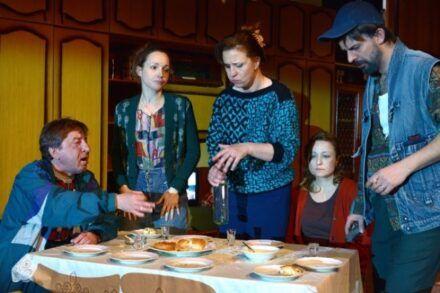 Na fotografiji: Gregor Baković, Iva Babić, Nina Valič, Nataša Barbara Gračner in Uroš Fürst Foto: Peter Uhan