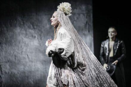 Johann Wolfgang Goethe: Faust / Na fotografiji: Polona Juh in Igor Samobor Foto: Aljoša Rebolj