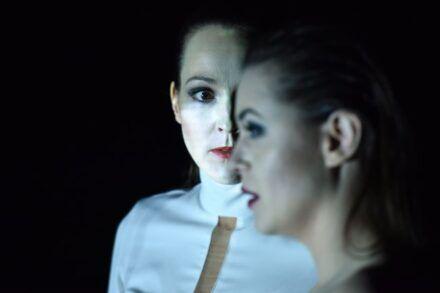 Na fotografiji: Iva Babić in Nina Ivanišin Foto: Peter Uhan